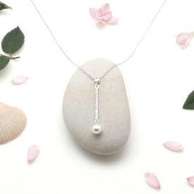 Collier en argent pendentif perle chez Poisson Plume