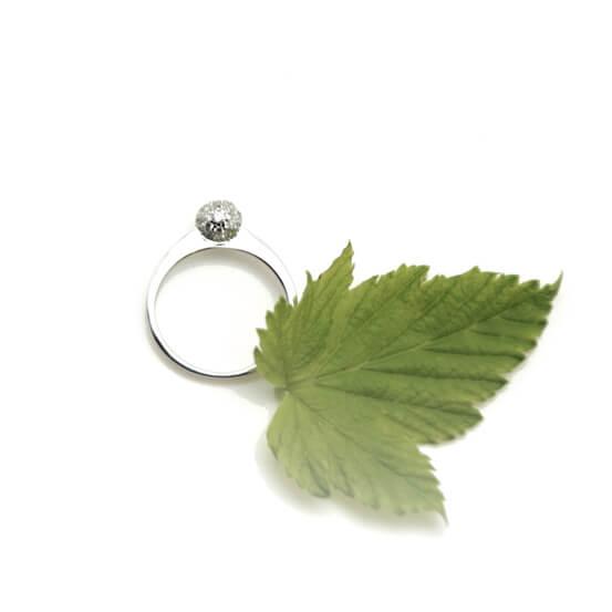 Bague en argent et brillants chez Poisson Plume bijoux