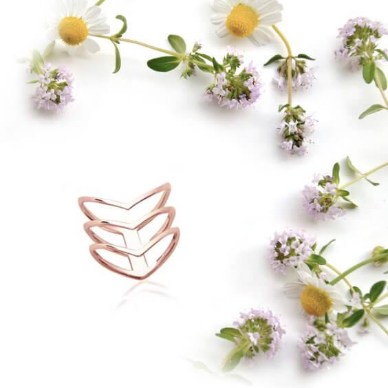 bague fantaisie chevron plaque or rose poisson plume