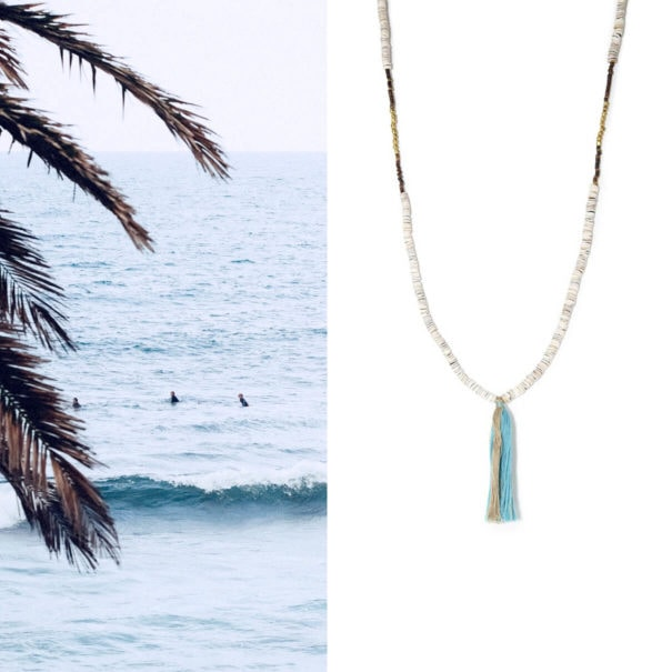 SAutoir coquillages et pompon bleu océan, pour les soirées d'été