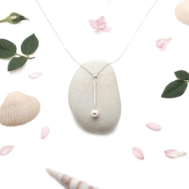 Collier tige en argent avec perle fantaisie chez Poisson Plume