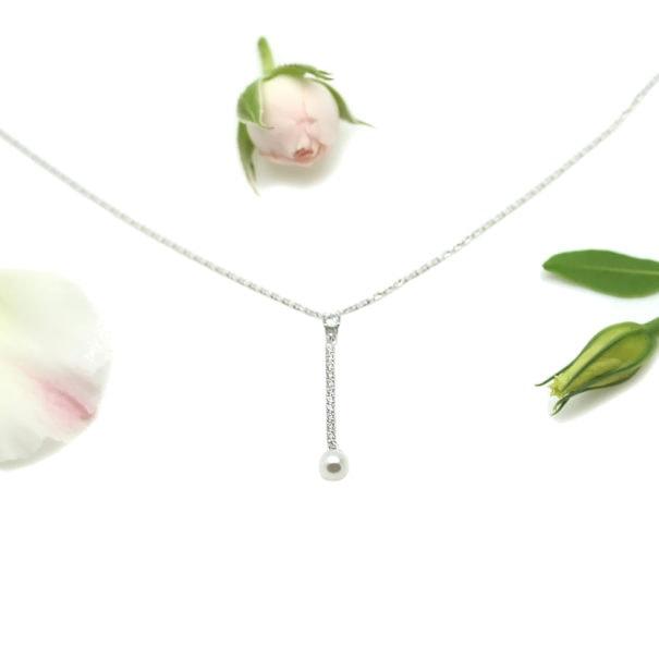 collier en argent et perle de synthèse