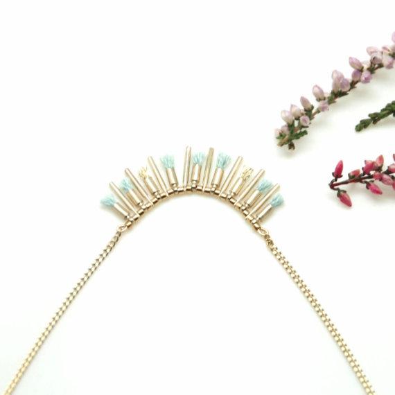 Collier de créatrice pompons bleurs chez Poisson Plume