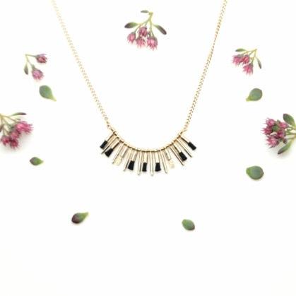Collier pompons noirs Christelle dit Christensen chez Poisson Plume bijoux