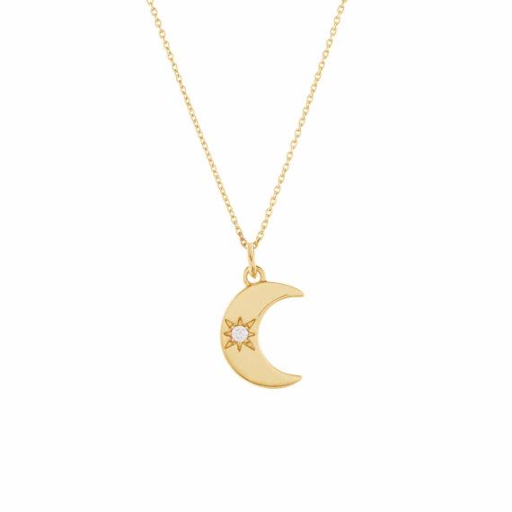 Collier de haute fantaisie avec un pendentif Lune, vendu chez Poisson Plume