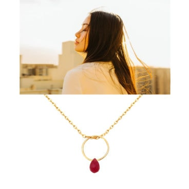 Collier de créateur pendetif pierre jade rose fuschia chez poisson plume bijoux