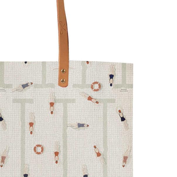 Zoom Tote bag en coton et ansens en cuir motif nageuses retro de chez Maison Baluchon chez Poisson Plume