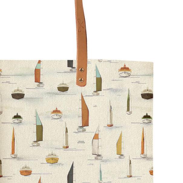 Zoom Tote bag en coton et ansens en cuir motif voiliers de chez Maison Baluchon chez Poisson Plume