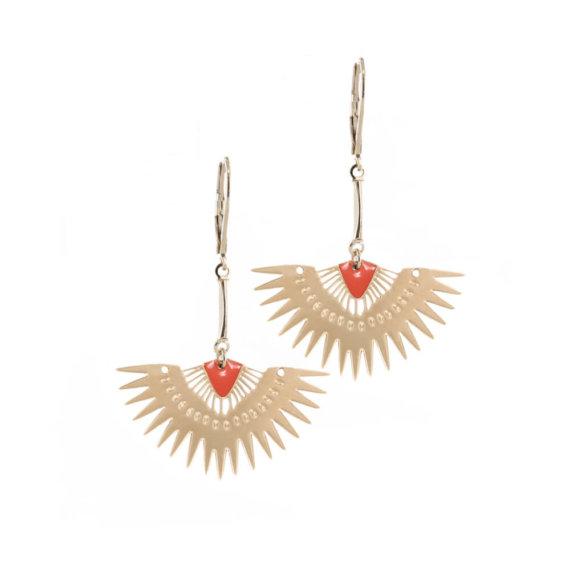 Boucles d'oreilles fantaisie de créatrice corail dorées, made in france, chez Poisson Plume