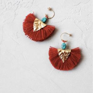 Boucels d'oreilles de la créatrice Elise Tsikis, à découvrir chez Poisson Plume bijoux