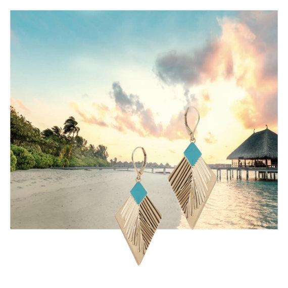 Boucles d'oreilles inspiration maldives de la créatrice Laëti Trëma, en vente chez Poisson Plume bijoux