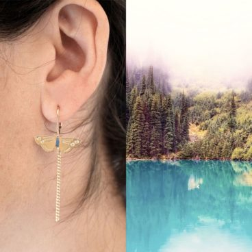 Boucles d'oreilles fantaisie de créatrice en forme de petit papillon. Chez Poisson Plume bijoux.
