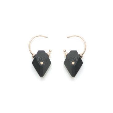 Boucles d'oreilles noires Pinac de la créatrice Salomé Charly. En vente chez Poisson Plume.