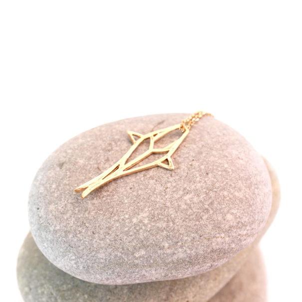 Petit poisson origami en plaqué or. Un collier de haute fantaisie.