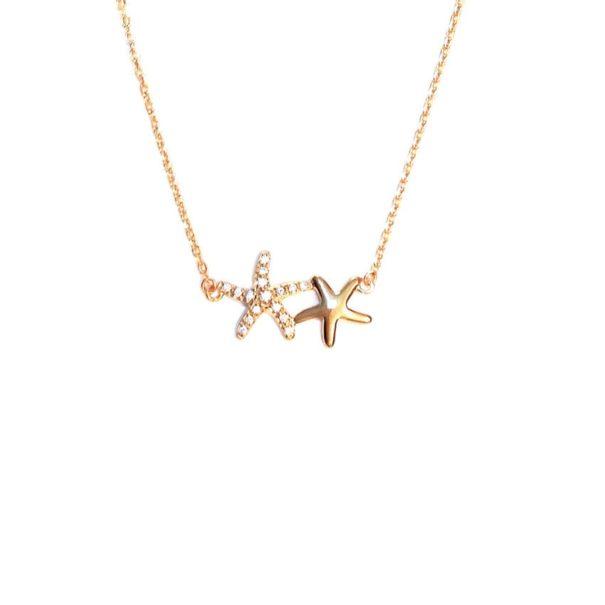 Zoom sur le collier caraibes en plaque or, avec un pendentif étoiles de mer. en vente chez Poisson Plume bijoux