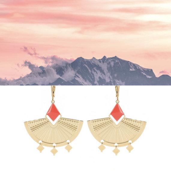 boucles d'oreilles pendantes dorées et turquoise miao chez Poisson Plume.
