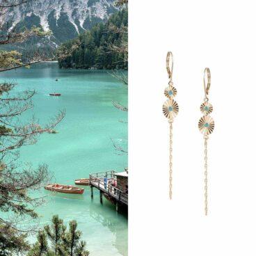 Boucles d'oreilles de créateur pendantes turquoise et doré, chez Poisson Plume