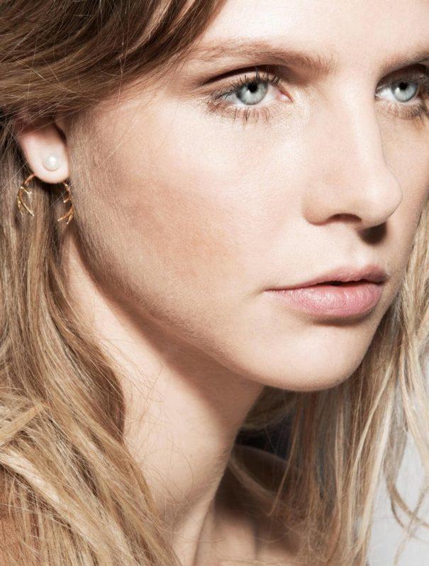 Des boucles d'oreilles gmalour et chic. Du made in France de la créatrice Elise Tsikis chez Poisson Plume