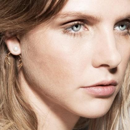 Boucles d'oreilles asymétriques et perles du Jamon Erah, Signées Elise Tsikis