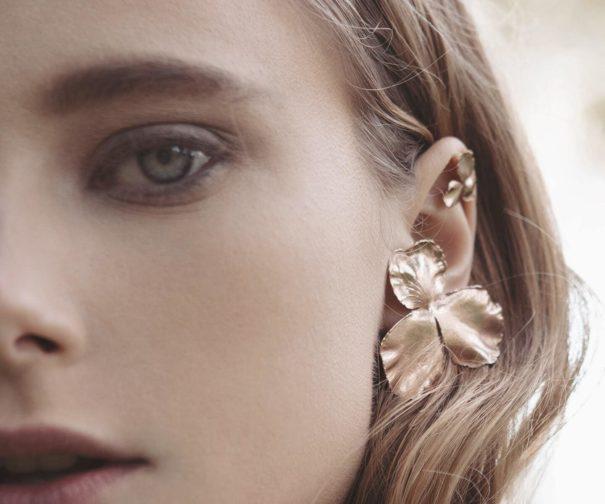 Boucles d'oreilles fleurs Pensée Medium. Création française, chez Poisson Plume