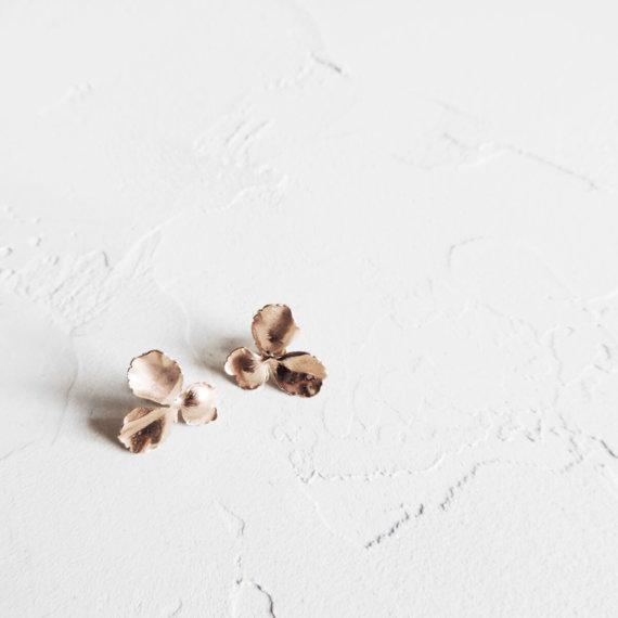 Boucles d'oreilles pensées, petit modèle, de la créatrice Elise Tsikis