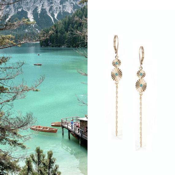 Boucles d'oreillles pendantes turquoise et dorées, chez Poisson Plume