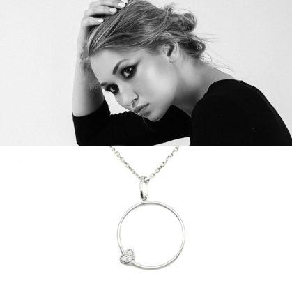 collier en argent, avec un pendentif cercle