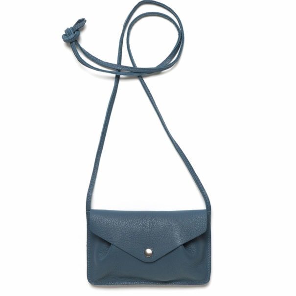 petit sac en cuir bleu à porter en bandoulière