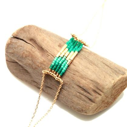Bracelet de créateur en perles de couleur verte, made in France.