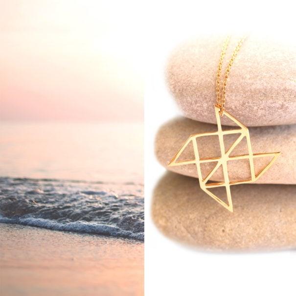 collier au pendetif origami, forme moulin à vent