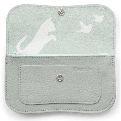 Porte-monnaie de créateur en cuir doté d'une sérigraphie chat. Couleur bleue.