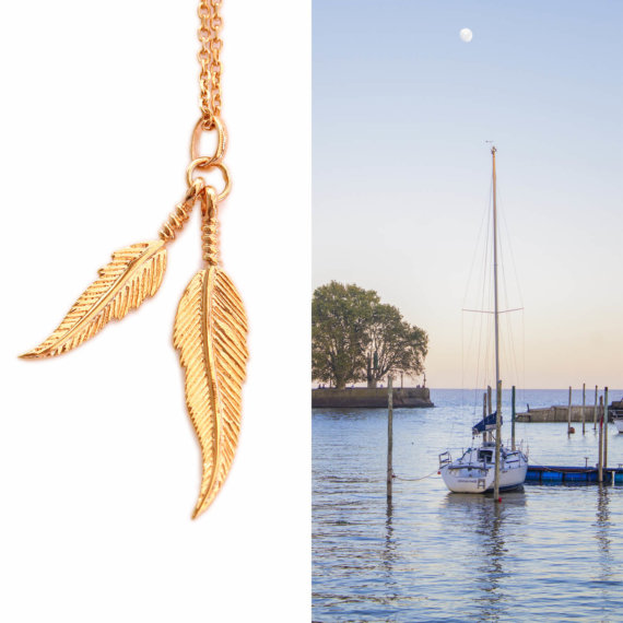 collier pendentif deux plumes plaque or