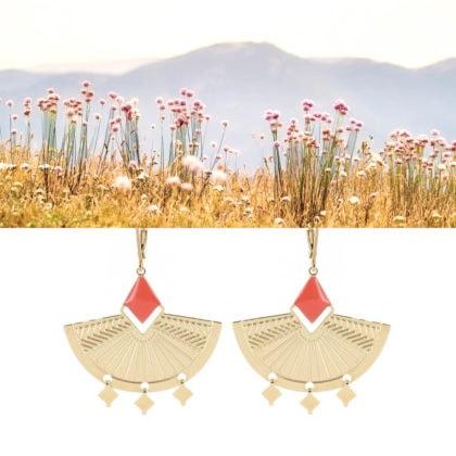 boucles d'oreilles pendantes de la créatrice Laëti Trëma chez Poisson Plume