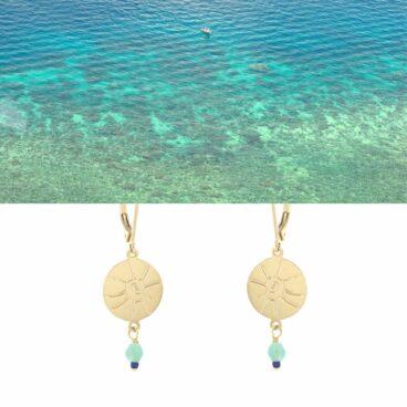 Boucles d'oreilles pendantes évoquant l'océan. Couleur Vert d'eau.