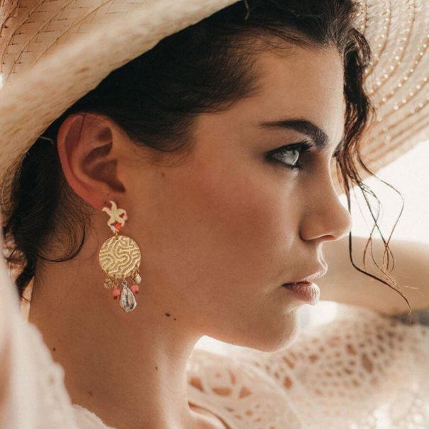 Boucles d'oreilles pendantes bohèmes Ocean corail, par Laëti Trëma