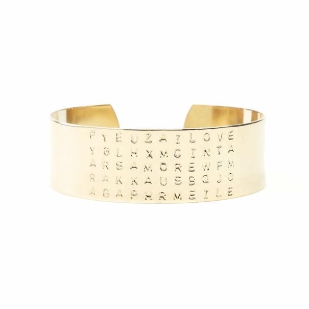 bracelet de créateur nommé Amour, gravé à la main