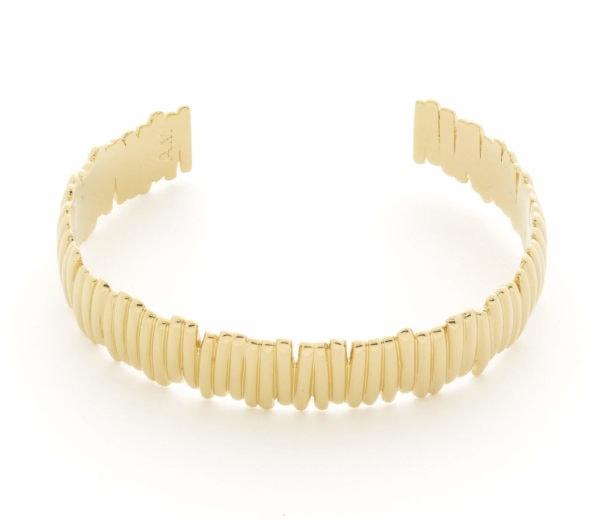 Jonc ouvert doré Fortaleza, de la créatrice Alexandra Margant, basée à Paris.