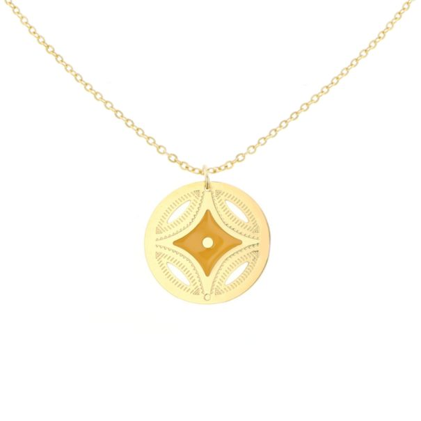 Collier médaille étoile, nommé Sahara. Une création de Laëti Trëma chez Poisson Plume.
