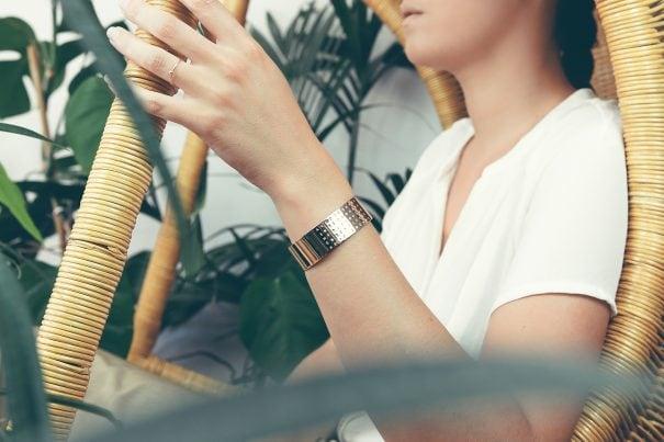 bracelet gravé, personnalisé avec le mot ensemble. Chez poisson plume bijoux.