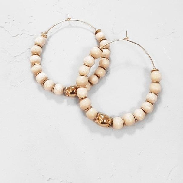 Boucles Lakkia de la créatrice Elise Tsikis Paris, dotées de perles