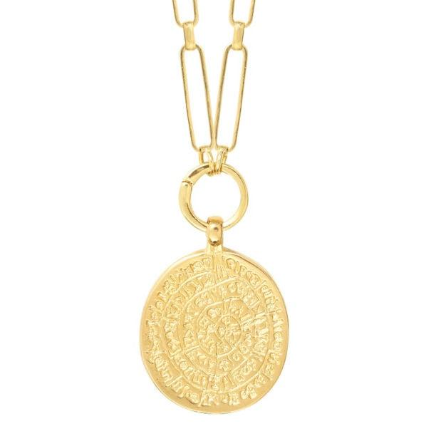 Collier médaille antique en détail