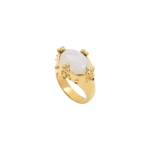 Bague de créateur en plaqué or et pierre de lune blanche. En vente chez Poisson Plume.