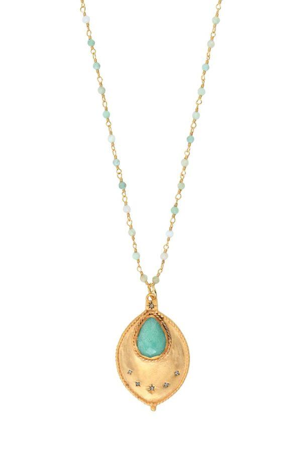 Un sautoir doré avec des pierres fines vert-pâle de la créatrice Leticia Ponti