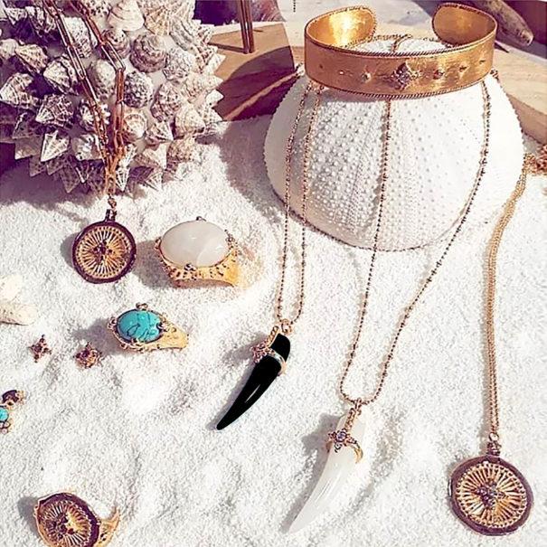 Bijoux mulettes porte-bonheur de Leticia Ponti, Chez Poisson Plume bijoux