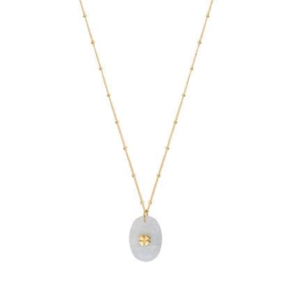 Collier doté d'un pendentif en pierre de lune. Un petit trèfle en plaqué or est inséré dessus.