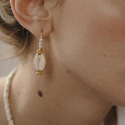boucle pendante cauria vadia de la créatrice Elise Tsikis