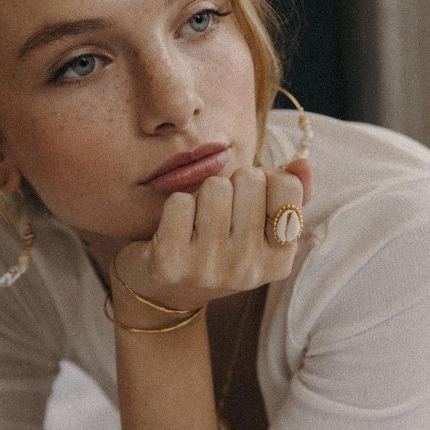 Bague des créations Elise Tsikis, en vente dans la bijouterie de créateurs Poisson Plume