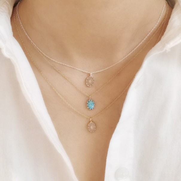 colliers mimi pierre ovale dpeche doux et amazonite tendre chez PoissonPlume