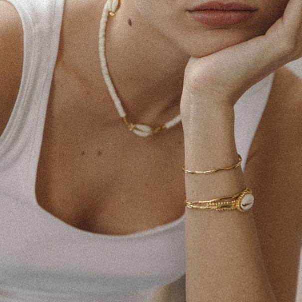 Jonc de créateur. Bijoux Elise Tsikis dans la bijouterie Poisson Plume.