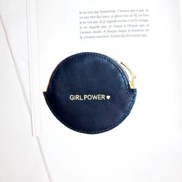 porte-monnaie rond GIRL POWWER chez Poisson Plume